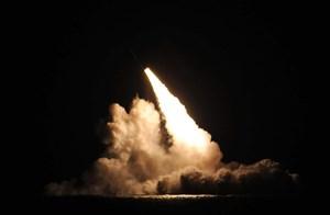 Các hiệp ước với Nga sụp đổ, Mỹ liên tiếp thử nghiệm tên lửa đạn đạo