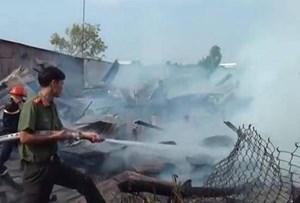 An Giang:  Cháy lớn làm 4 căn nhà bị thiêu rụi
