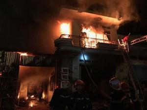 [ẢNH] Cháy lớn thiêu rụi kho hàng điện máy ở Ninh Thuận