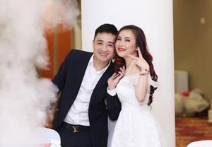 [ẢNH] Diễn viên Hoàng Yến hạnh phúc bên chồng trẻ trong sinh nhật