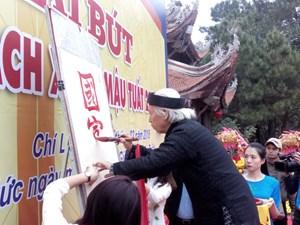 [ẢNH] Khai bút và khai hội sách xuân tại đền Chu Văn An