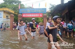 [ẢNH] TP Nam Định: Phố biến thành sông, dân sinh đảo lộn