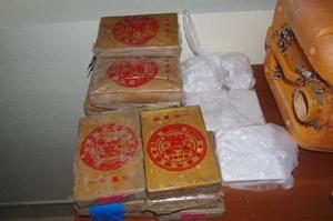 Bánh bột trắng trôi dạt vào bờ biển Quảng Nam 'heroin hàm lượng ma túy cao'