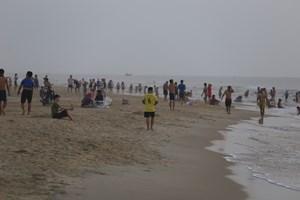 Quảng Nam: Cấm tụ tập đông người xuống tắm biển đến hết ngày 15/4