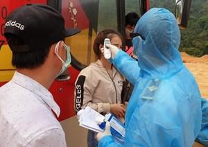 Quảng Bình: Cách ly 45 người trên xe khách từ Thái Lan về cửa khẩu Cha Lo