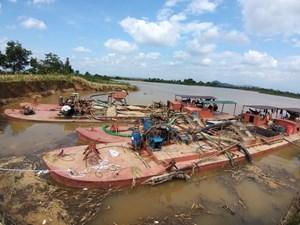 Đắk Nông: Bắt quả tang 4 tàu khai thác cát trái phép