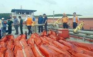 Vụ chìm tàu trên sông Lòng Tàu: Khống chế không để dầu loang ảnh hưởng đến môi trường
