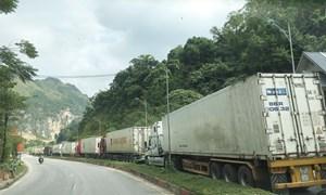 Hàng hóa qua cửa khẩu Lạng Sơn: Vẫn tiếp tục khó khăn
