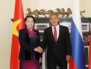 Chủ tịch Quốc hội Nguyễn Thị Kim Ngân hội kiến Tổng thống Tatarstan