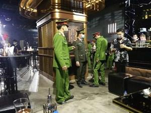 Phòng dịch Covid-19: Các quán bar, karaoke… phố cổ Hà Nội đóng cửa từ 0h