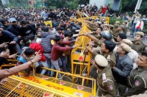 Ấn Độ họp khẩn thảo luận về tình hình an ninh