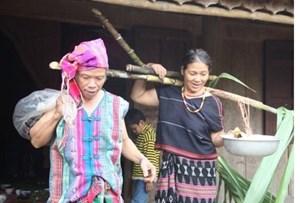 Đồng bào các dân tộc cùng phấn đấu giảm nghèo