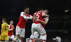 Arsenal thắng tưng bừng, M.U 'bất lực' trên đất Hà Lan