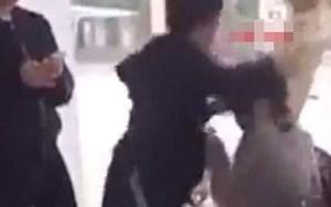Một nữ sinh lớp 10 tại thị xã Bỉm Sơn (Thanh Hóa) bị nữ sinh lớp 12 học cùng trường đánh