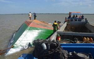 Vụ chìm xà lan ở Sóc Trăng: Vẫn chưa tìm thấy 2 cháu bé bị mất tích