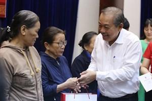 Phó Thủ tướng Thường trực Trương Hòa Bình tặng quà Tết tại Quảng Nam