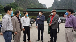 Kiểm tra công tác chuẩn bị đón công dân từ các sân bay về Quảng Ninh