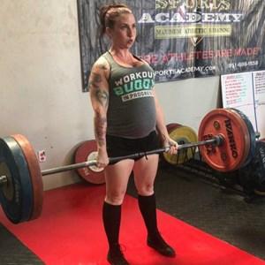 Bà bầu mang thai 8 tháng vẫn nâng tạ 120 kg