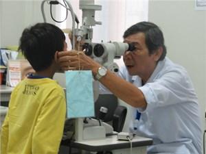 Bác sĩ Phạm Minh Trường được tôn vinh anh hùng trong phòng chống mù lòa