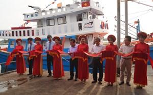 Bàn giao tàu vỏ Composite cho ngư dân Quảng Ngãi
