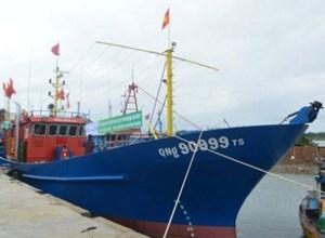 Bàn giao tàu vỏ thép cho ngư dân
