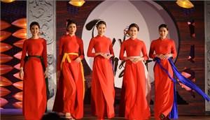 Bản sắc Việt tỏa sáng trong BST áo dài Thu Vọng Nguyệt