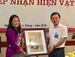 Cựu binh Pháp trao tặng hiện vật quý cho Bảo tàng Hồ Chí Minh