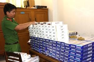 Bắt quả tang 2.600 bao thuốc lá lậu