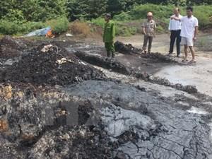 Bắt quả tang đối tượng đổ chất thải nguy hại ra môi trường