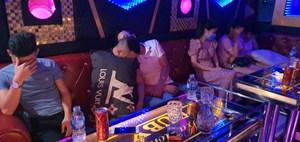 Phát hiện 11 đối tượng dương tính ma túy trong quán karaoke giữa mùa dịch