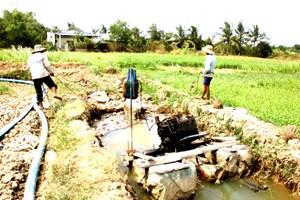 Đồng bằng sông Cửu Long: Đối diện thách thức-  Bài 2: Thiếu nước trong mùa lũ