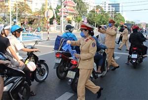 Thừa Thiên - Huế: Nhiều doanh nghiệp tham gia phát khẩu trang miễn phí