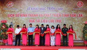 Khai mạc Triển lãm 'Lịch sử hình thành và phát triển tỉnh Đắk Lắk qua tài liệu lưu trữ'