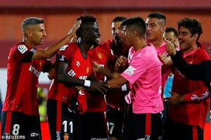 Thua Mallorca, Real Madrid mất ngôi đầu bảng vào tay Barcelona
