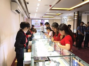 Giá vàng trong nước tăng thêm 150.000 đồng, tỷ giá giảm nhẹ