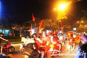 Biển người Quảng Nam đổ ra đường ăn mừng chiến thắng lịch sử của U23 Việt Nam