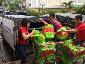 Big C và Central Group Việt Nam tặng 300 phần quà hỗ trợ người dân