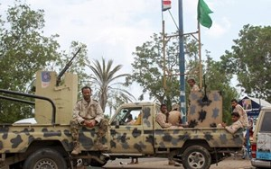 Phiến quân Houthi không kích, ít nhất 70 binh sỹ Yemen thiệt mạng