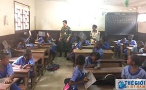 Bộ đội Cụ Hồ 'gieo chữ' ở Trung Phi