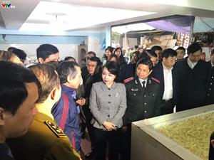 Bộ trưởng Bộ Y tế kiểm tra an toàn thực phẩm trước Tết