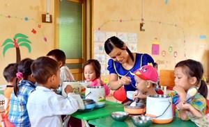 Bữa trưa cho trẻ mầm non