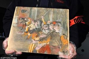 Bức tranh đáng giá 22 tỷ đồng bị bỏ quên bí ẩn trên xe buýt