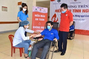 Hà Tĩnh: Hơn 300 đoàn viên thanh niên 'hiến máu an toàn, không ngại Covid'