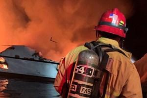 Hỏa hoạn kinh hoàng trên tàu lặn Mỹ: 8 người chết, 26 người vẫn mắc kẹt