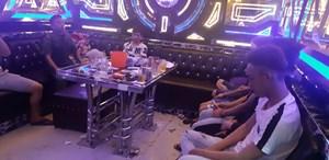 Công an ập vào quán karaoke, phát hiện 34 người đang hút ketamin