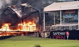 Các golfer dự Safeway Open phải bỏ chạy trong đêm vì cháy lớn