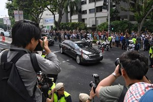 Cận cảnh đoàn xe chở ông Kim Jong-un trên đường phố Singapore