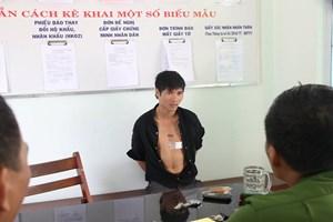 Cảnh sát 113 giải cứu thanh niên ngáo đá đòi tự vẫn