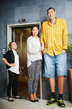 Cặp vợ chồng cao hơn 4 m