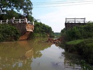 Quảng Trị: Cầu dân sinh bất ngờ đổ sập, hàng trăm hộ dân bị chia cắt